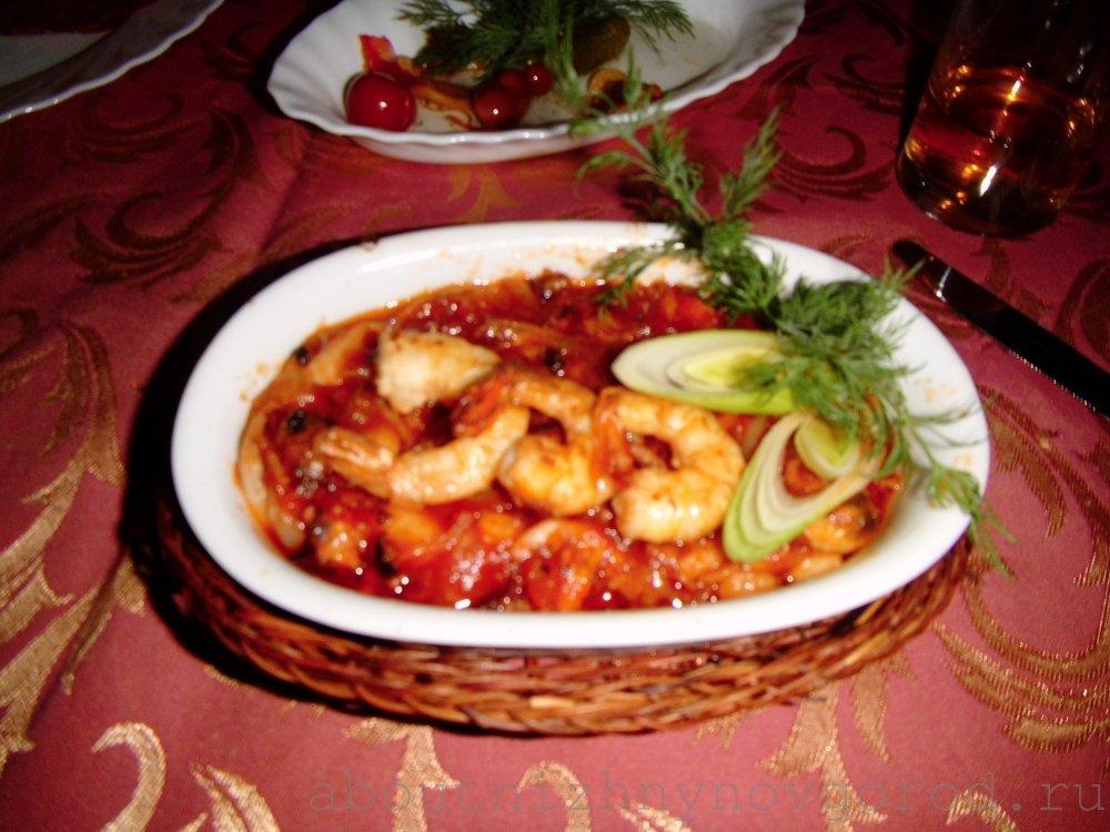 Коктейль из морепродуктов в остром соусе