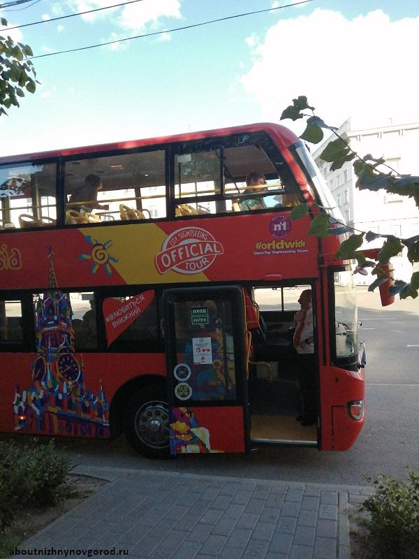 Двухэтажный экскурсионный автобус в Нижнем Новгороде