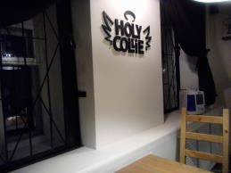 Фото внутри кафе Holy Colie