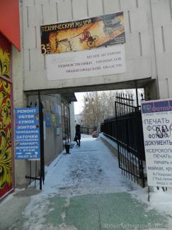 Проход к дверям и в музей художественных промыслов