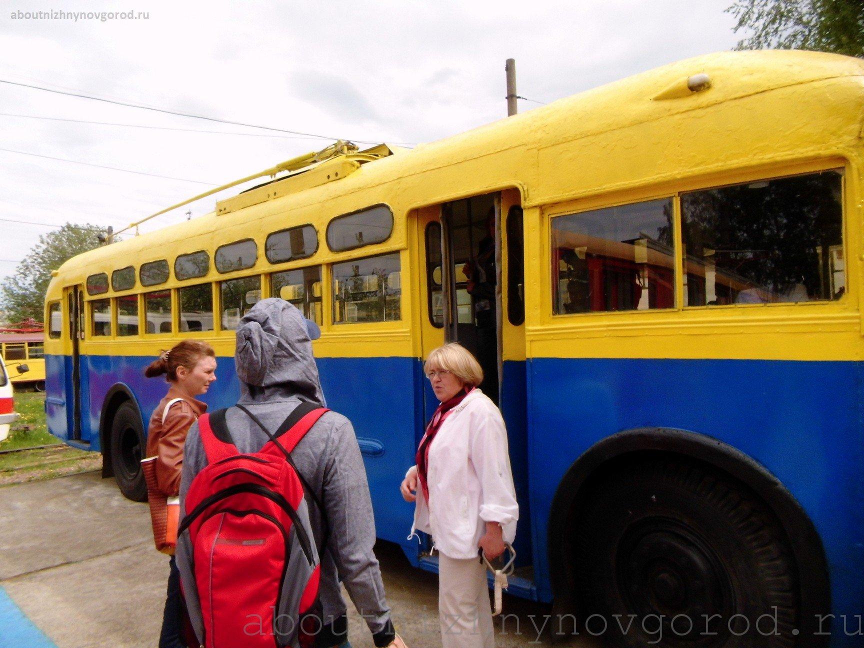 Экскурсовод рассказывает, как был получен первый в Нижнем Новгороде троллейбус.