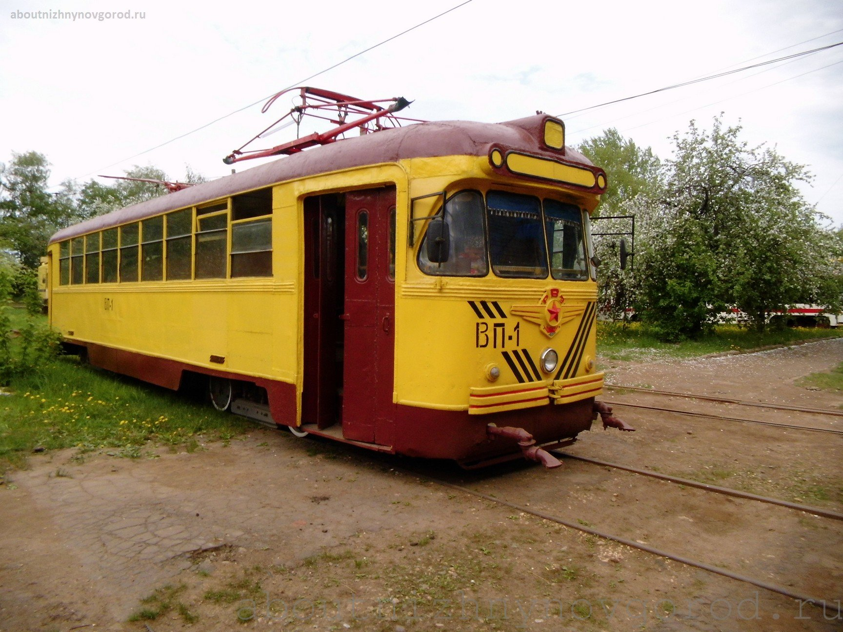 And what transports this tram!? Some barrel…