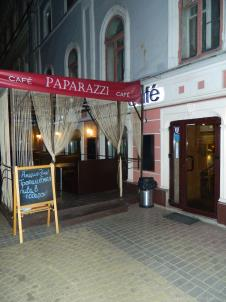 Вход в кафе Папарацци в Нижнем Новгороде на Рождественской