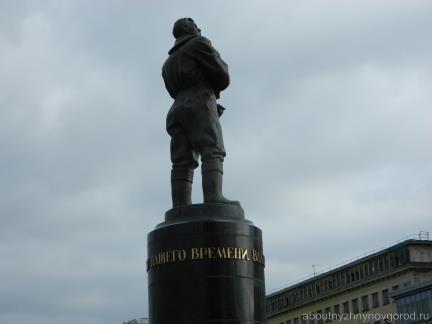 Памятник Чкалову с тайной