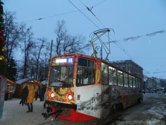 Экскурсионный трамвай на улице Рождественская